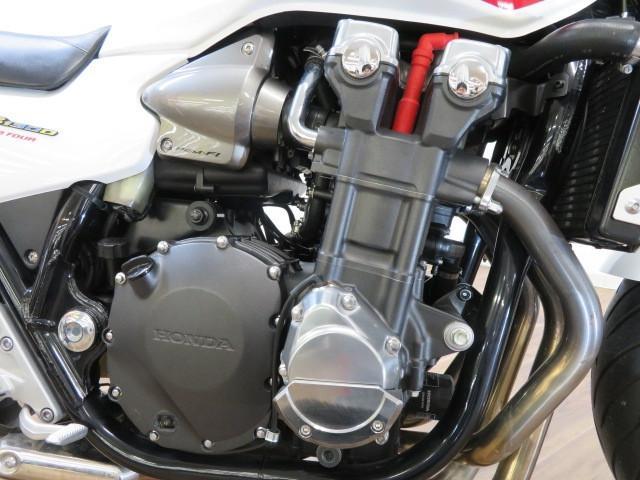CB1300スーパーフォア CB1300Super Four ABS エンジンカバー装備