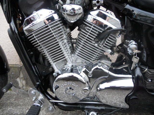 スティード400 ピカピカのライトカスタムスティード エンジン塗装も剝がれなくキレーで…