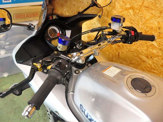 SV1000S カスタム多数 バーハンドルで乗りやすいSV1000Sです!