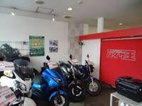店内にもバイクを展示しております。