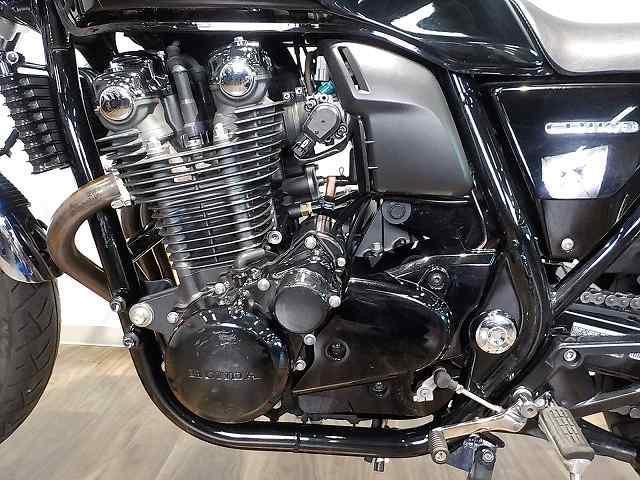CB1100 CB1100 ヘッドライトLED化 ノーマルスタイル 黒エンジン渋い!