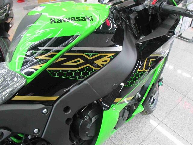 ZX-10R 【新車在庫あり】即納可能です! NinjaZX-10R KRT 4枚目【新車在庫あり】…