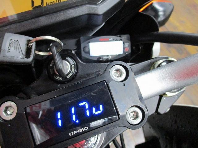 グロム グロム 格好いい電圧計付き!!