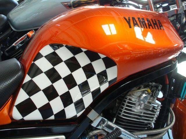 SRX600 ★フルカスタム★ カスタムペイントは深いオレンジメタリックにチェッカーフラッグがポ