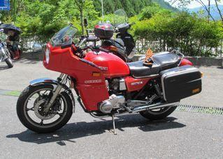 昔のバイク乗りさん:「赤ベコE3」とオーナーレビュー