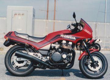 takosiさん:「7台目のバイク CBX750F」とオーナーレビュー