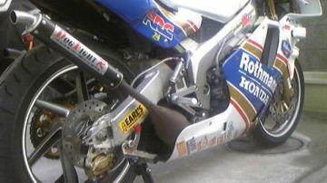 カムちょさん:「NSR250R SE MC21 Rothmans」とオーナーレビュー