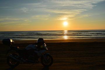千里浜なぎさドライブウェイ 絶景の夕日を見ながら日没までまったりと時を過ごします | Webikeツーリング