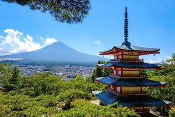 新倉山浅間公園の例の景色は急階段の先にあった | Webikeツーリング