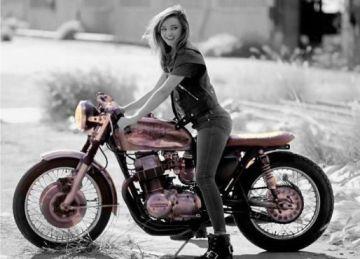 やっぱり働く女性と女性のバイク乗る姿はカッコイイ!