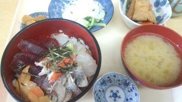 小さな湊市場で海鮮朝食・・・≠( ̄~; ̄)♪ | Webikeツーリング