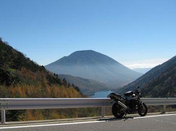 絶景の半月山と奥日光金精峠ぶらりバイク旅   Webikeツーリング