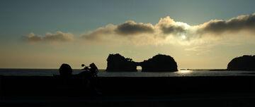 南紀白浜の外せない絶景ポイントのひとつ「円月島」。 | Webikeツーリング