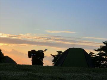 キャンプ場での夜明け。 | Webikeツーリング