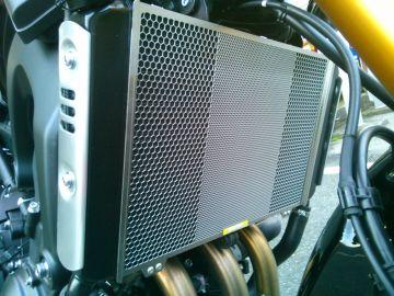 MT-09/XSR900用 ラジエターコアガード