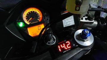 KOSO スーパースリムスタイルメーター 電圧計レッド表示