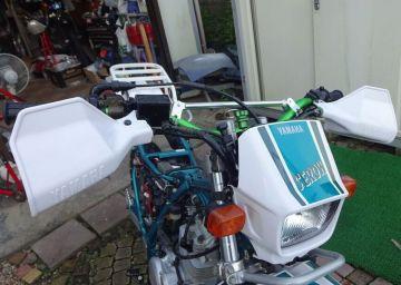 ヤマハの古いオフ系バイクにはとても良く似合います。