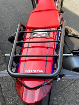 ソロツーリング用のバッグを簡単に乗せられて安心